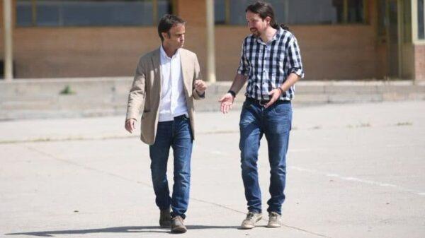 Jaume Asens y Pablo Iglesias al salir de la cárcel de Soto del Real