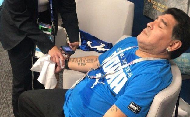 Diego Armando Maradona, atendido en una sala vip del estadio