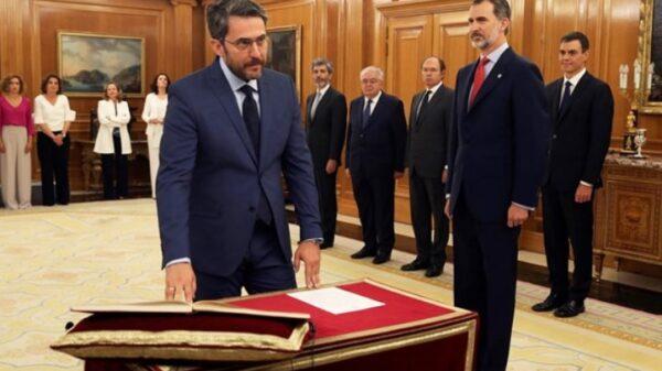Máxim Huerta prometiendo su cargo ante el Rey