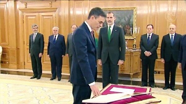Pedro Sánchez promete su cargo