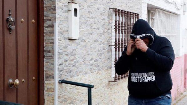José Ángel Prenda llegando a su casa en el barrio sevillano de Amate