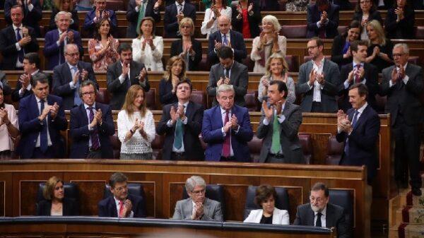 Rajoy, aplaudido en el Congreso