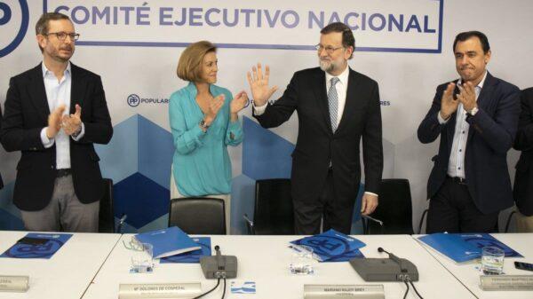 Rajoy recibe el aplauso de sus compañeros al llegar al Comité Ejecutivo Nacional