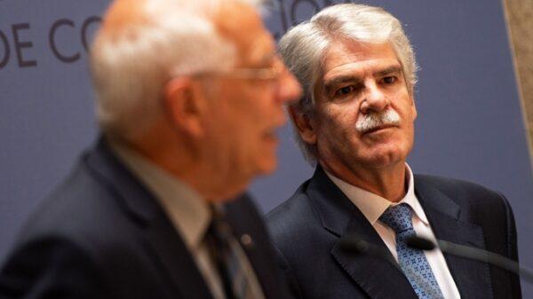 Josep Borrell y Alfonso Dastis en la toma de posesión del primero como ministro de Exteriores