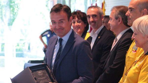 El Dr. Martín Reyes recogió en nombre del Servicio de Cardiología de al FJD el reconocimiento entregado por SAMUR-Protección Civil al Código TEP