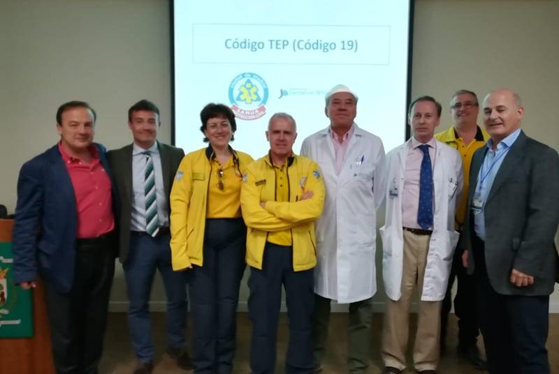 Personal del Servicio de Cardiología de la FJD y del SAMUR durante la presentació del Código TEP