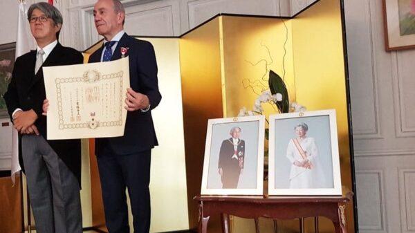 El embajador de Japón en España, Masashi Mizukami , y el profesor Óscar Ramos Alonso