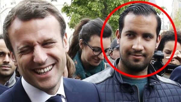 Emmanuel Macron, junto a su colaborador Alexandre Benalla