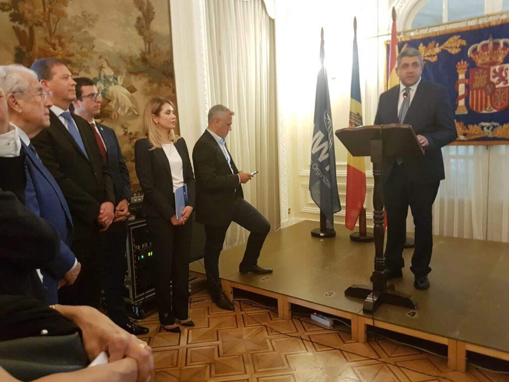 El secretario general de la Organización Mundial de Turismo, Zurab Pololikashvili, en presencia de Violeta Agrici y Stanislav Rusu