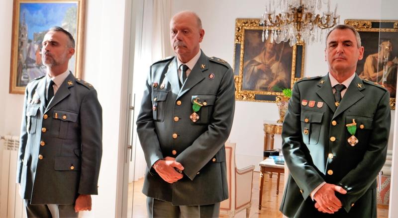 Los tres altos oficiales de la Guardia Civil que han recibido la orden del mérito policial de la República Dominicana