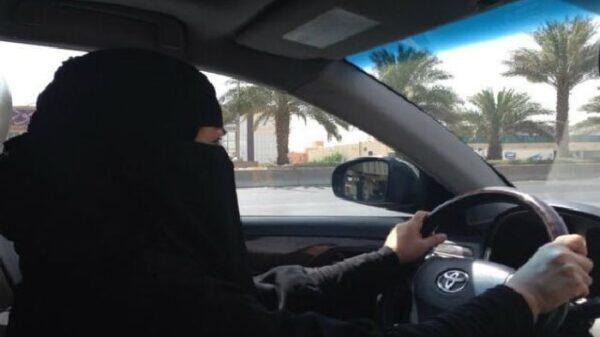 Mujer al volante en Arabia Saudí