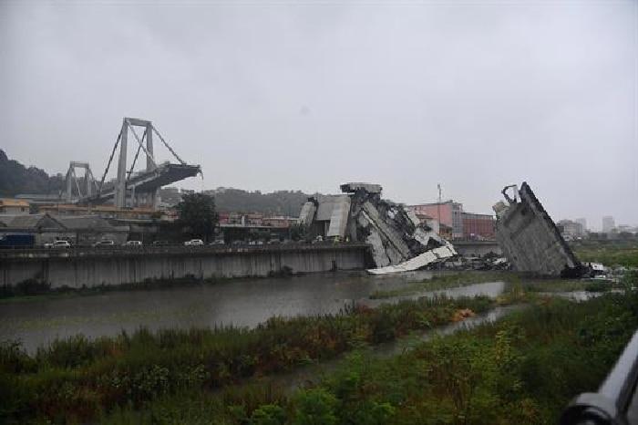 El puente Morandi tras derrumbarse
