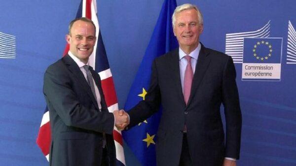 Dominic Raab, ministro del Brexit, y Michael Barnier, negociador comunitario