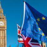 Banderas de Europa y Gran Bretaña con el Big Ben de fondo.