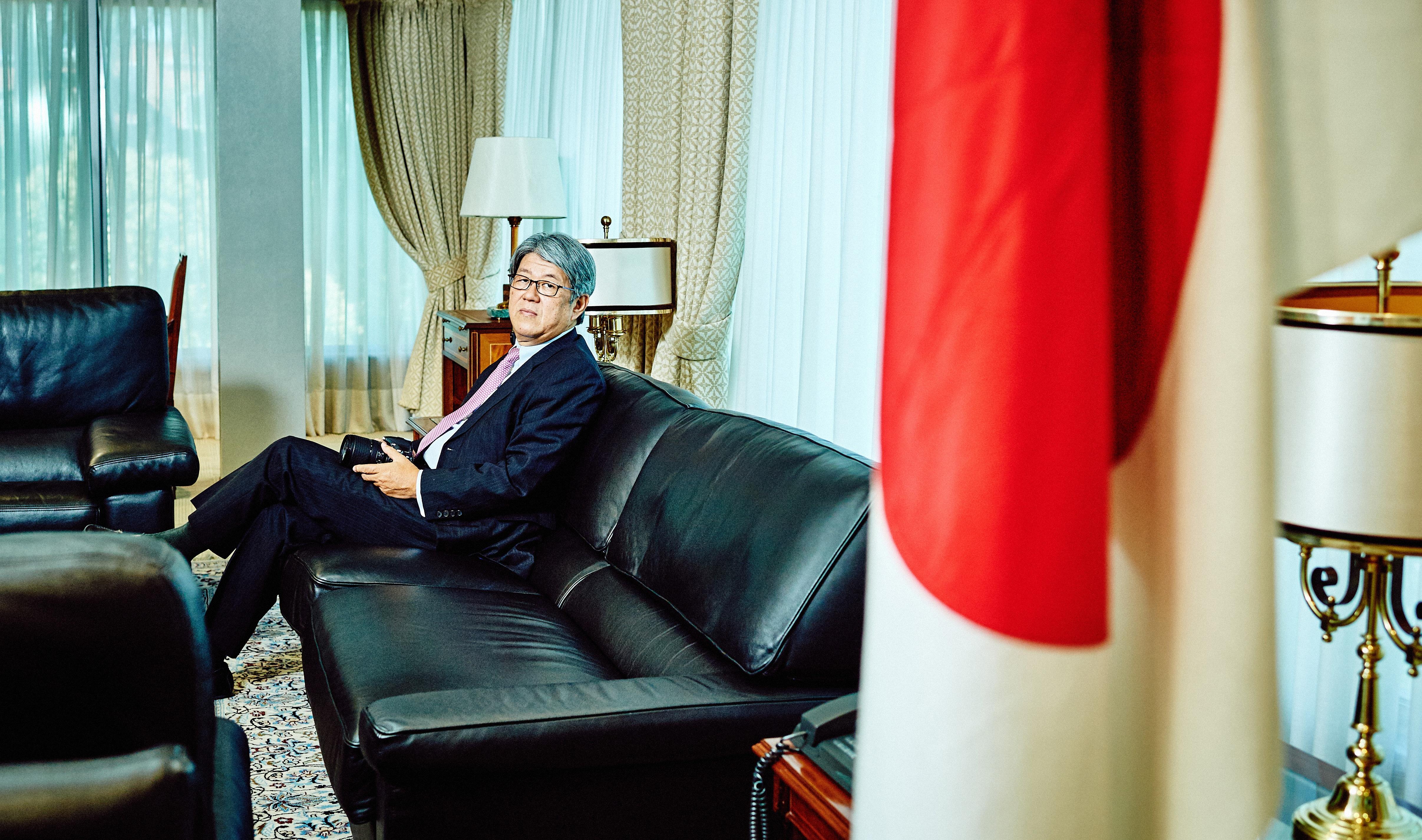 El embajador de Japón en España, Masashi Mizukami, en su despacho