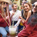 Fiesta en una calle de Valencia