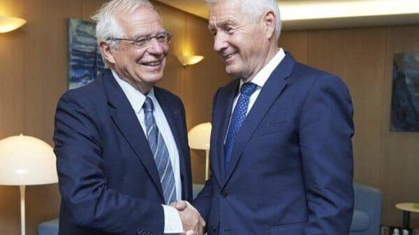 El secretario general del Consejo de Europa, Thorbjørn Jagland, saluda al ministro de Exteriores español, Josep Borrell