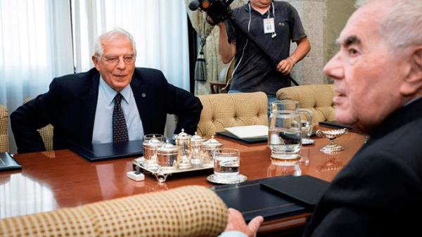 El ministro de Exteriores, Josep Borrell, durante una reunión con el consejero de Acción Exterior de la Generalitat, Ernest Maragall
