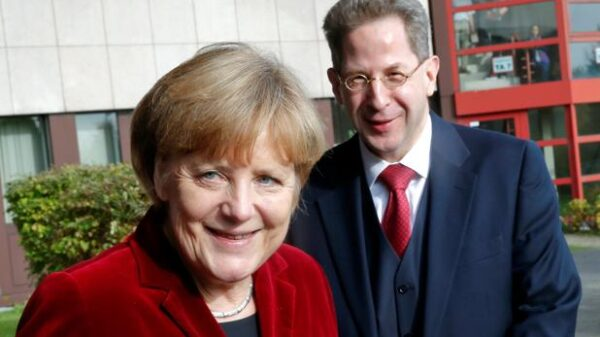 Angela Merkel, con Hans-Georg Maassen, el destituido jefe del servicio de inteligencia