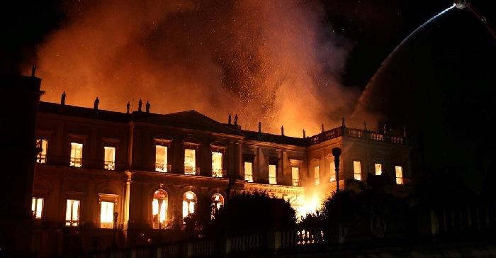 Museo Nacional de Brasil, en llamas