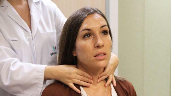 Palpación de tiroides