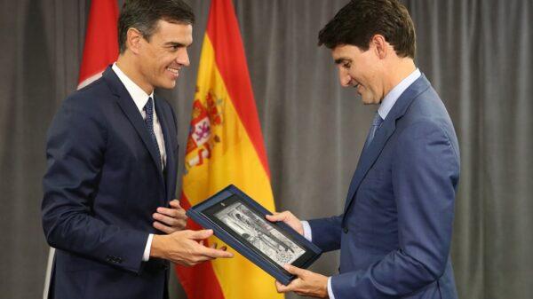 Pedro Sánchez entrega un regalo a Justin Trudeau antes de reunirse en Canadá