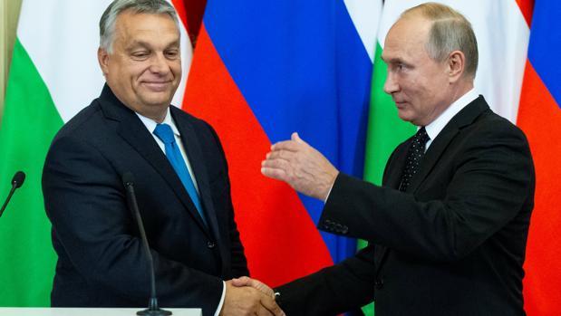 Viktor Orbán y Vladimir Putin durante su reunión en Moscú