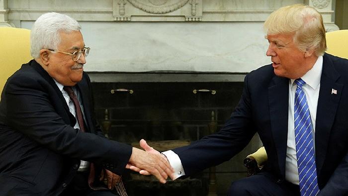 Donald Trump y su homólogo palestino, Mahmud Abás