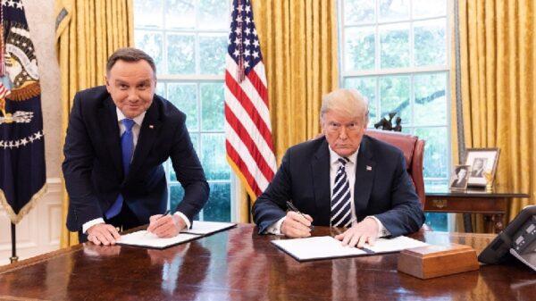 Donald Trump con el presidente de Polonia, Andrzej Duda