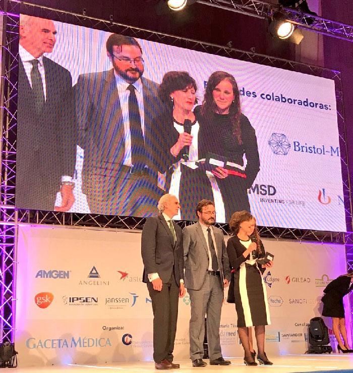 La Dra. Llamas recogió el Premio BIC al Mejor Hospital de Hematología