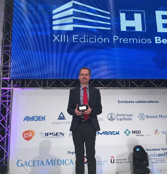 El Dr. García-Foncillas con el Premio BIC a Mejor Hospital de investigación en Oncología