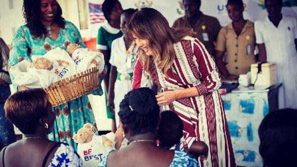 Melania Trump durante su viaje a África