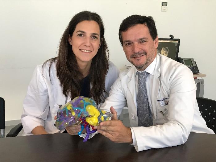 La Dra. Ana Isabel Pérez Zapata y el Dr. Jiménez de los Galanes