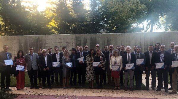 El Dr. De Andrés (12º por la izquierda) junto al resto de responsables y representantes de todas las unidades de Medicina Interna acreditadas