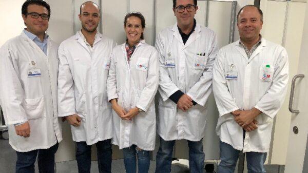 El Dr. Hernández Sánchez (2º por la derecha), con el resto del equipo del Servicio de Urología del Hospital General de Villalba