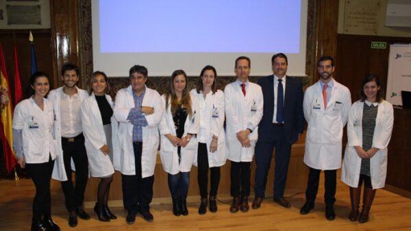 Los doctores Moreno, Wick y García-Foncillas (2º, 3º y 4º por la derecha), junto al resto de participantes