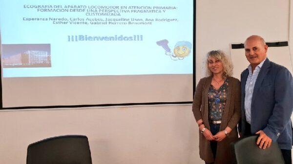 La Dra. Naredo y el Dr. Óscar Gómez, subdirector de Continuidad Asistencial de la FJD