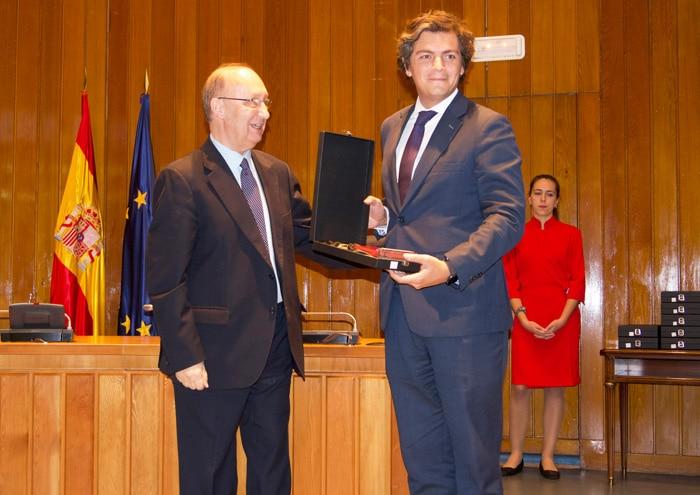 El Gerente del Hospital La Luz, Dr. Gonzalo Bartolomé, recoge el premio New Medical Economics 2018