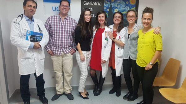 La Dra. Herrera (3ª por la derecha) junto al resto de ponentes de la II Jornada de Geriatría del HUIE
