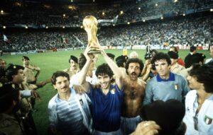 La selección italiana celebra su 3º Mundial. (Santiago Bernabéu, Madrid).