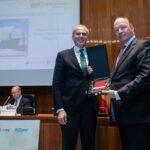 Ruiz Escudero entreó el premio al Dr. Bermúdez de Castro