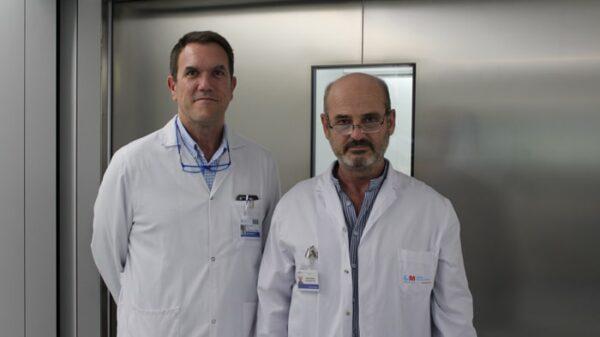 Los doctores Ignacio Muguruza (derecha) y Pablo Fernández (izquierda)