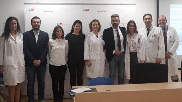 La Dra. Blanco (3ª por la derecha) junto a la Dra. Marta Sánchez Menan, directora médico del hospital, y otros organizadores y participantes de la jornada