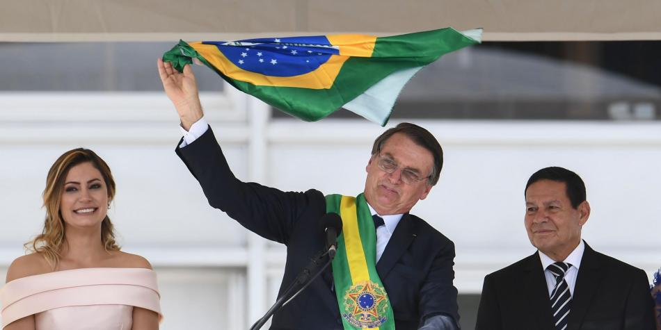 Jair Bolsonaro toma posesión de la presidencia en Brasil ante miles de personas