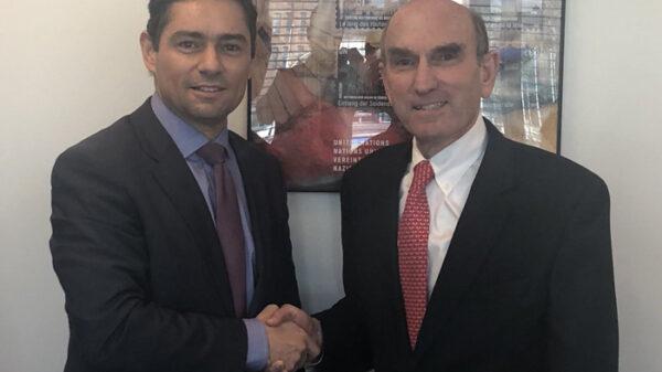 A la izquierda, Carlos Vecchio, a la derecha, Elliot Abrams, encargado especial de EEUU para atender la crisis de Venezuela en la ONU