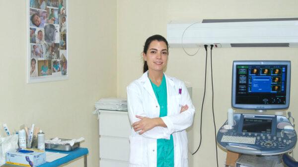 La doctora Cristina Cámara de la Unidad de Ginecología, Obstetricia y Reproducción del equipo del Dr. Jiménez del Hospital Ruber Internacional