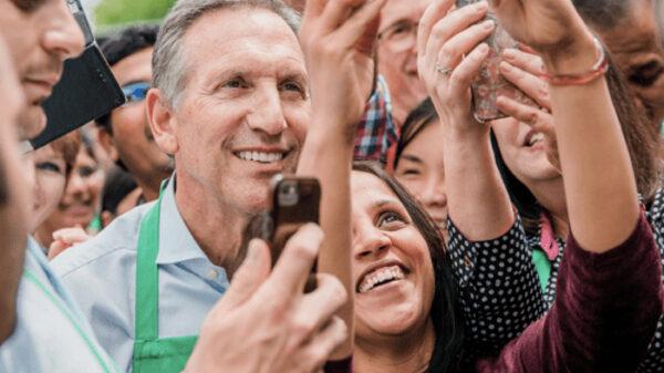 Howard Schultz, expresidente de Startbucks