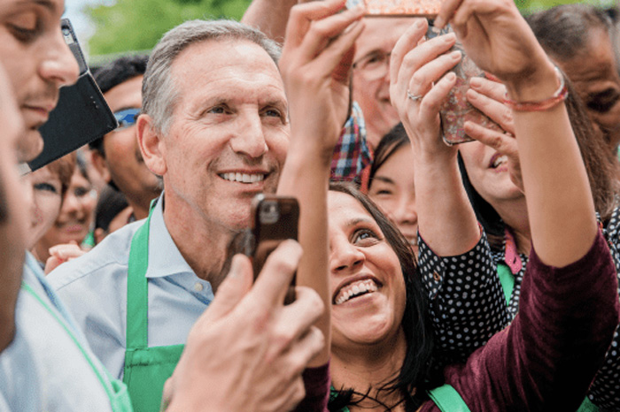 Howard Schultz, expresidente de Startbucks