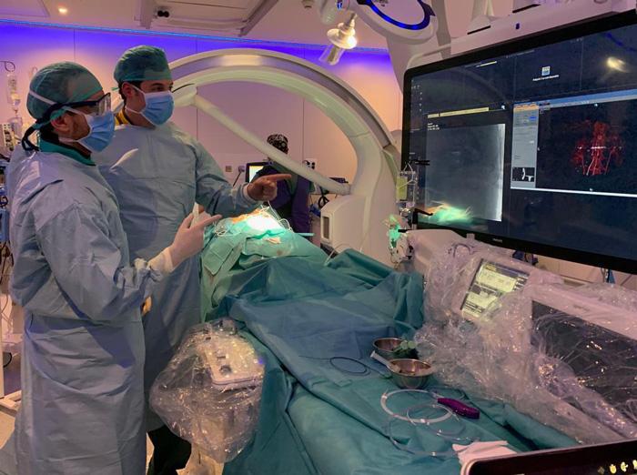 La operación se realizó en la nueva Sala de Radiología Vascular e intervencionista del hospital Infanta Elena
