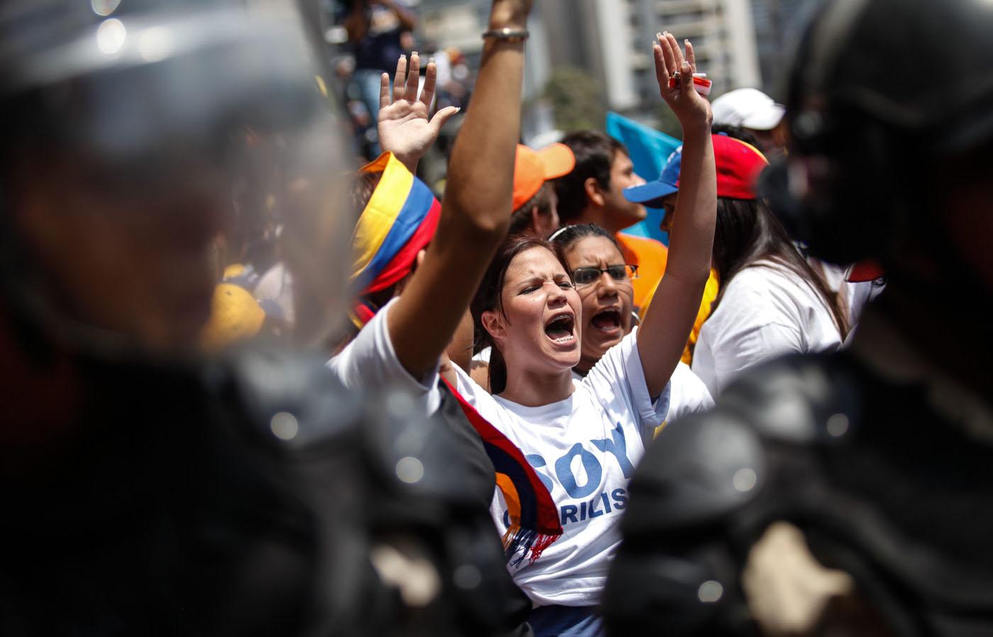 Estudiantes venezolanos se movilizan para protestar contra el gobierno de Maduro - Voz Libre